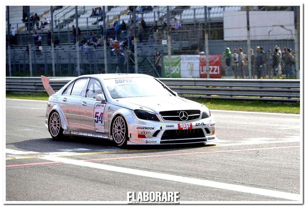 Liuzzi su Mercedes C 63 AMG in gara Superstars Series 2012
