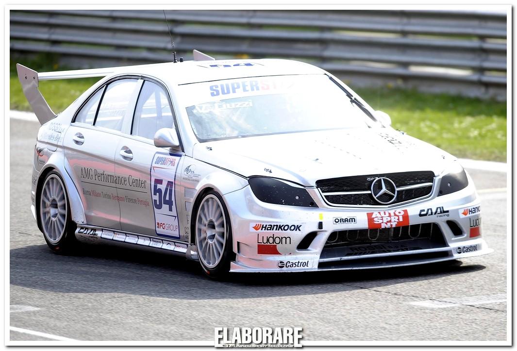 Vitantonio Liuzzi alla guida della Mercedes-Benz C 63 AMG a Superstars Series al Mugello