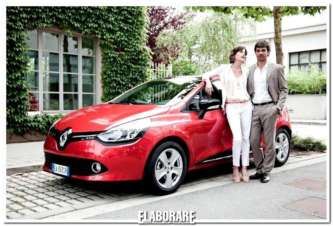 Luca Argentero e Alice Torriani con la nuova Renault Clio in The Waiting