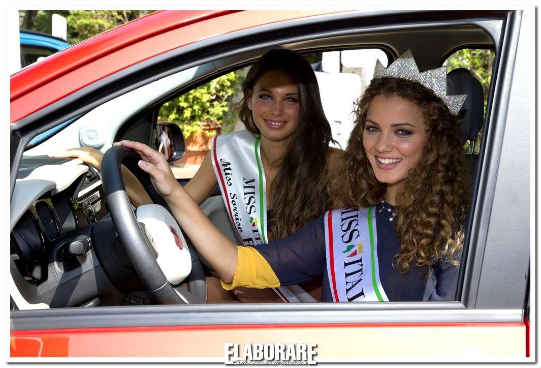 Miss Italia 2012 guida la Fiat Panda