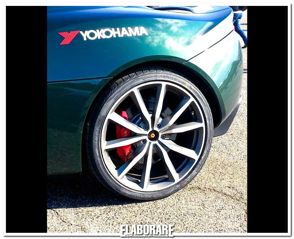 Advan Sport V103 by Yokohama