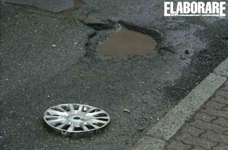 buca-strada-rottura-ruota-cerchio