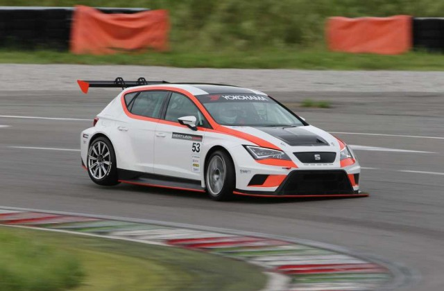 Seat Leon Cup Racer in pista a Franciacorta (1)