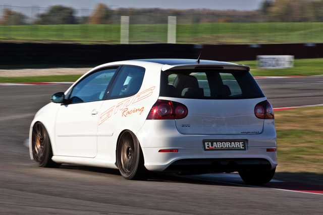 VW Golf V GTI edition 30 (1)