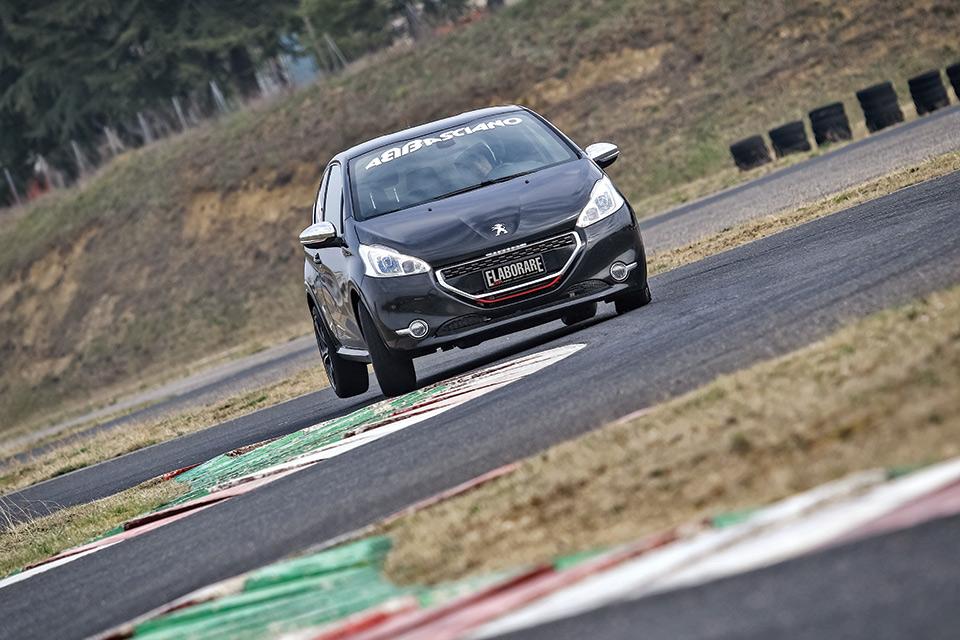 Peugeot-208-GT
