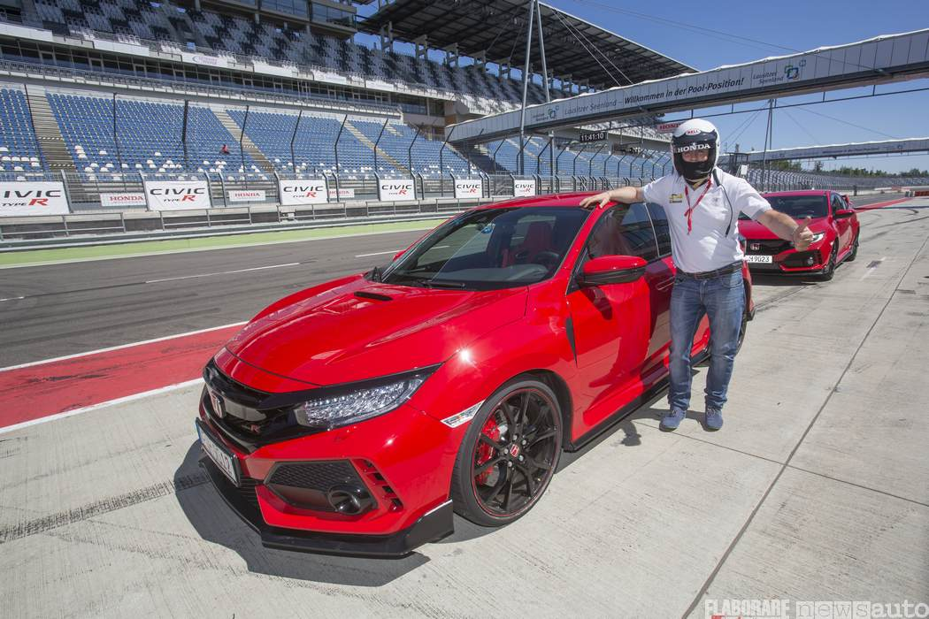 20_12017-Honda-Civic-Type-R