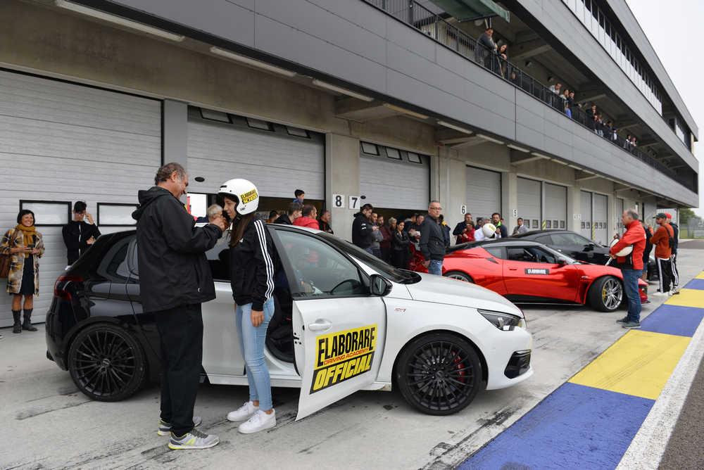 Peugeot 308 GTi sulla corsia box durante gli Hot Lap a Modena all'AutoShow di Elaborare