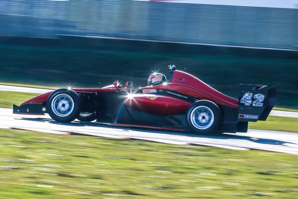Formula Predator's PC015H durante il test in pista per ELABORARE NEWSAUTO